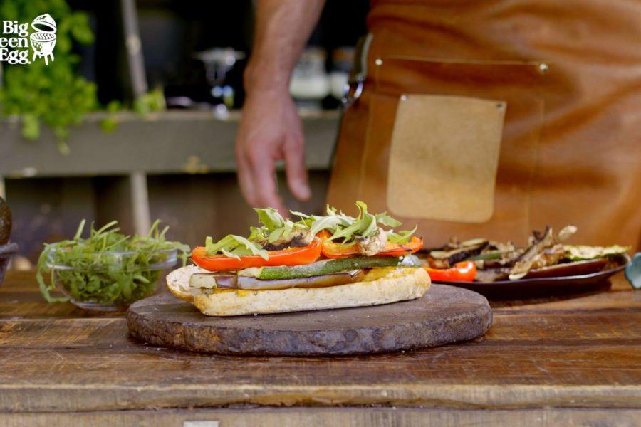 Bocadillo de humus con verduras