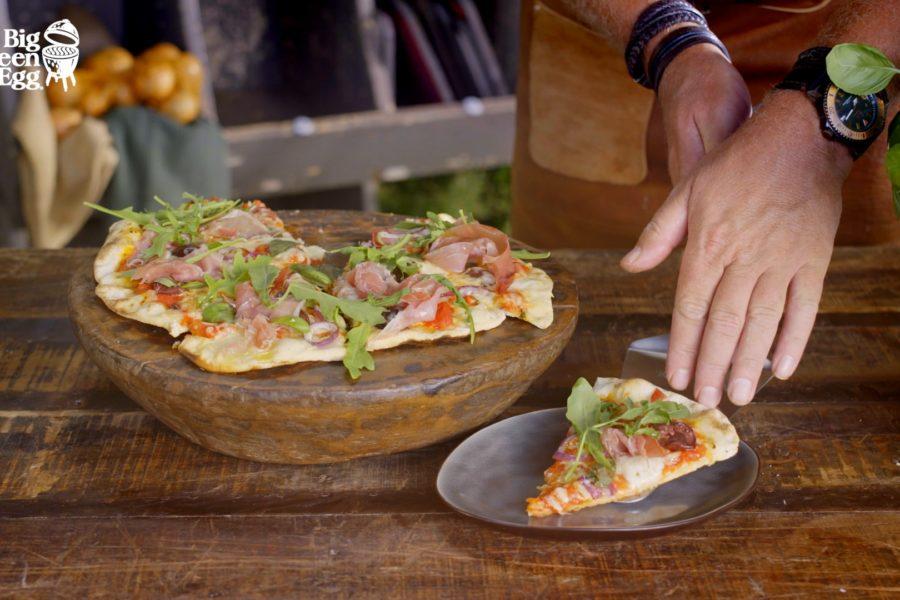 Pizza Prosciutto casera en tu Big Green Egg