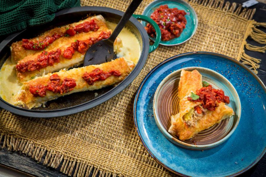 Enchiladas con salsa de chorizo