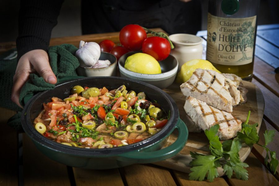Filete de atún a la plancha al estilo siciliano.