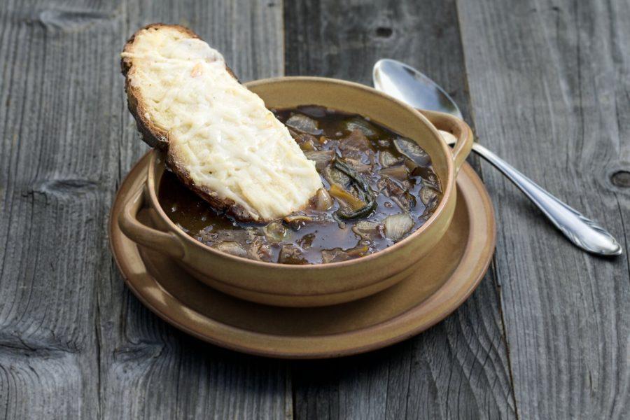 Sopa de cebolla con tostadas Gruyère