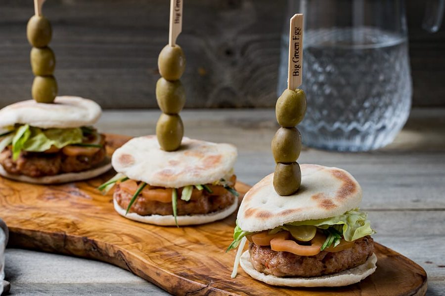 Hamburguesa de pollo con pan de pita