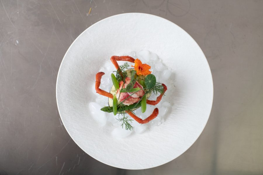Ensalada de aguacate con bogavante