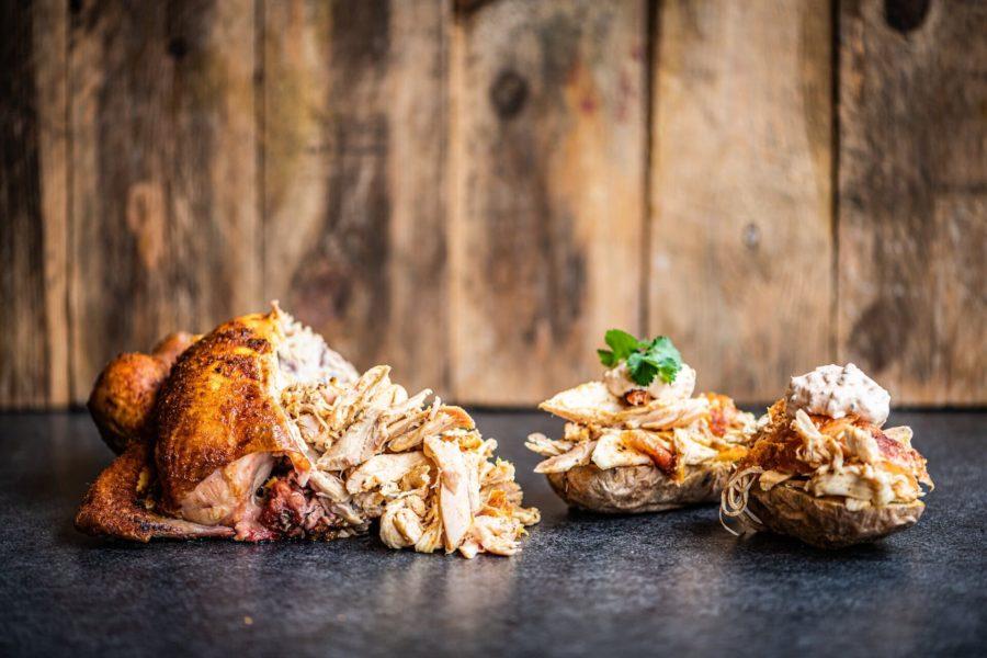 Pollo deshebrado con patata asada