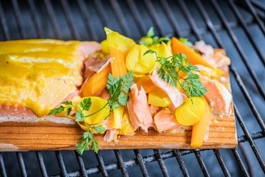 Salmón con verduras agridulces